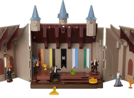 The magic of Hogwarts. Harry Potter Hogwarts Great Hall Figures Set