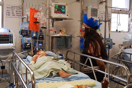 Dra. Chuchu no leito do Hospital da Restauração