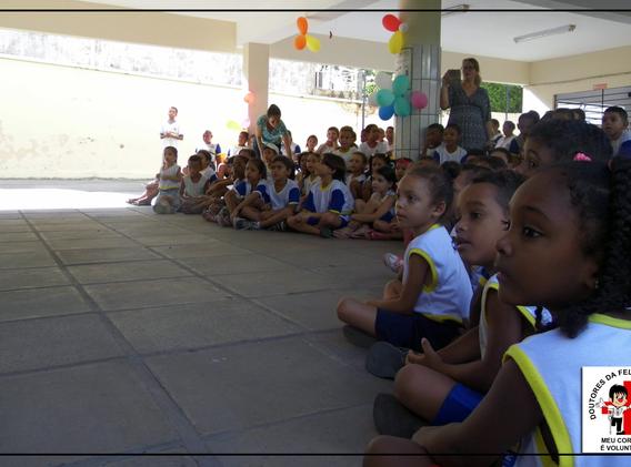 Crianças das escolas assistidas