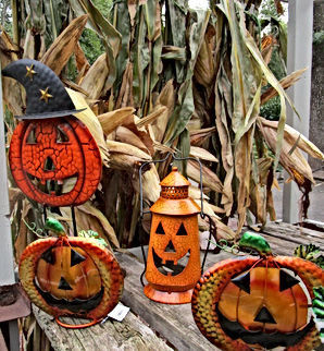 Halloween - Corn stalks and decor.JPG