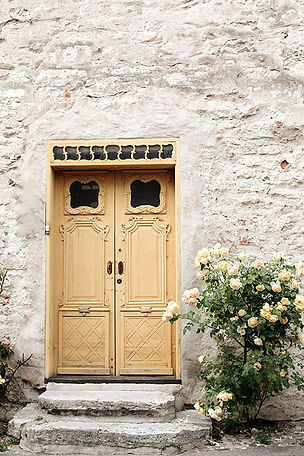 Yellowdoor_red_moments-to-love-photograp