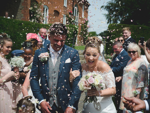 How to have AWESOME Wedding Confetti