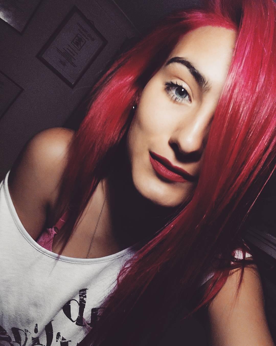 pink hair, red lipstick