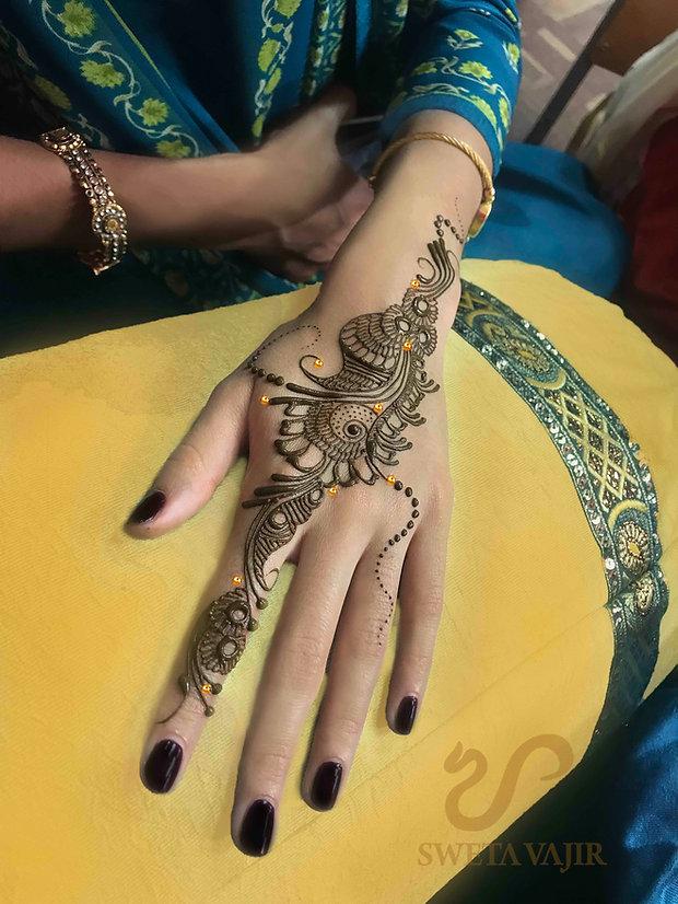 Strip henna design