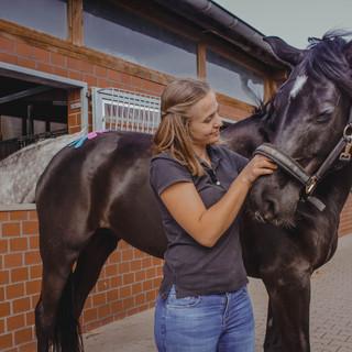 Equilationship - Pferdeosteopathie Lena Nagler