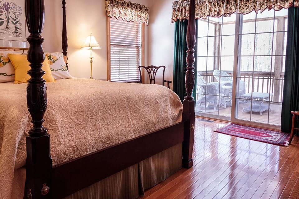 Bedroom floor cleaner
