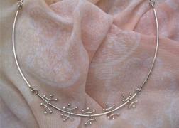 Zilveren collier met pareltjes