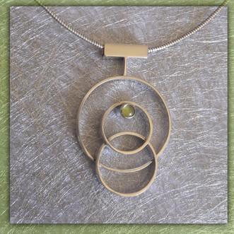 Zilveren ringen hanger met peridoot