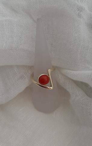 14krt gouden ring met bloedkoraal