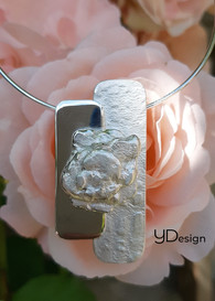 Zilveren hanger met gegoten vorm