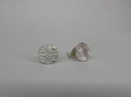 Oorknopjes van zilverklei met motief