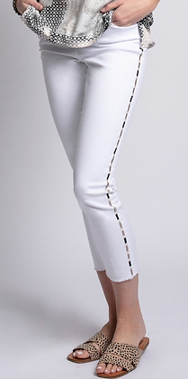 Embroidered Leg Crop Pant