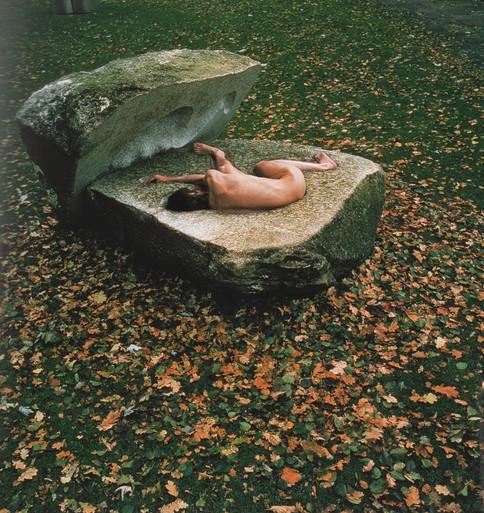Der Findling, Performance, 10Std im geschlossenen Stein,1978-80