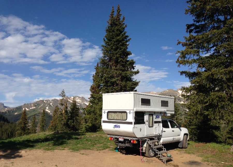 four-wheel-camper-fleet-ute-flatbed-popup-truck-camper-tacoma-wyoming-colorado-montana-camping