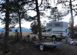 four-wheel-truck-camper-toyota-tacoma-sr5-trd-motorcycle-mountain-bike-camping