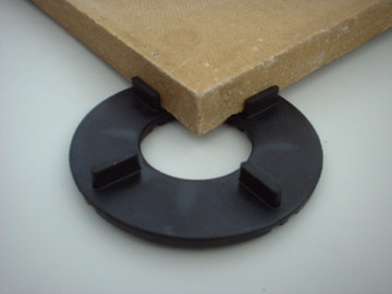 Paving slab support - for slabbing over an EPDM roof