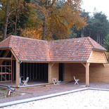 Moderne poolhous met pannen dak