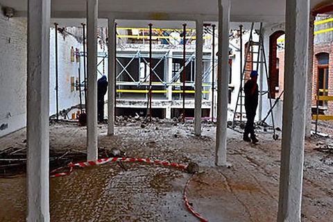 Binnensloopwerk, strippen tot ruwbouw
