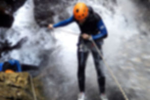 Canyoning-descente-rappel.jpg