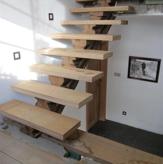 Escalier en chêne brut de sciage