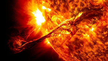 1024px-Giant_prominence_on_the_sun_erupt