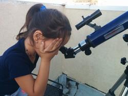צופים בטלסקופ
