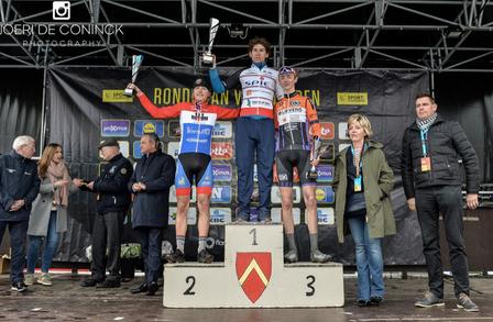 Jumper op podium Ronde van Vlaanderen