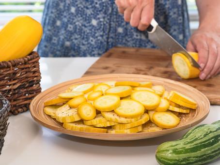 Low-carbs easy cheesy zucchini bake recipe.