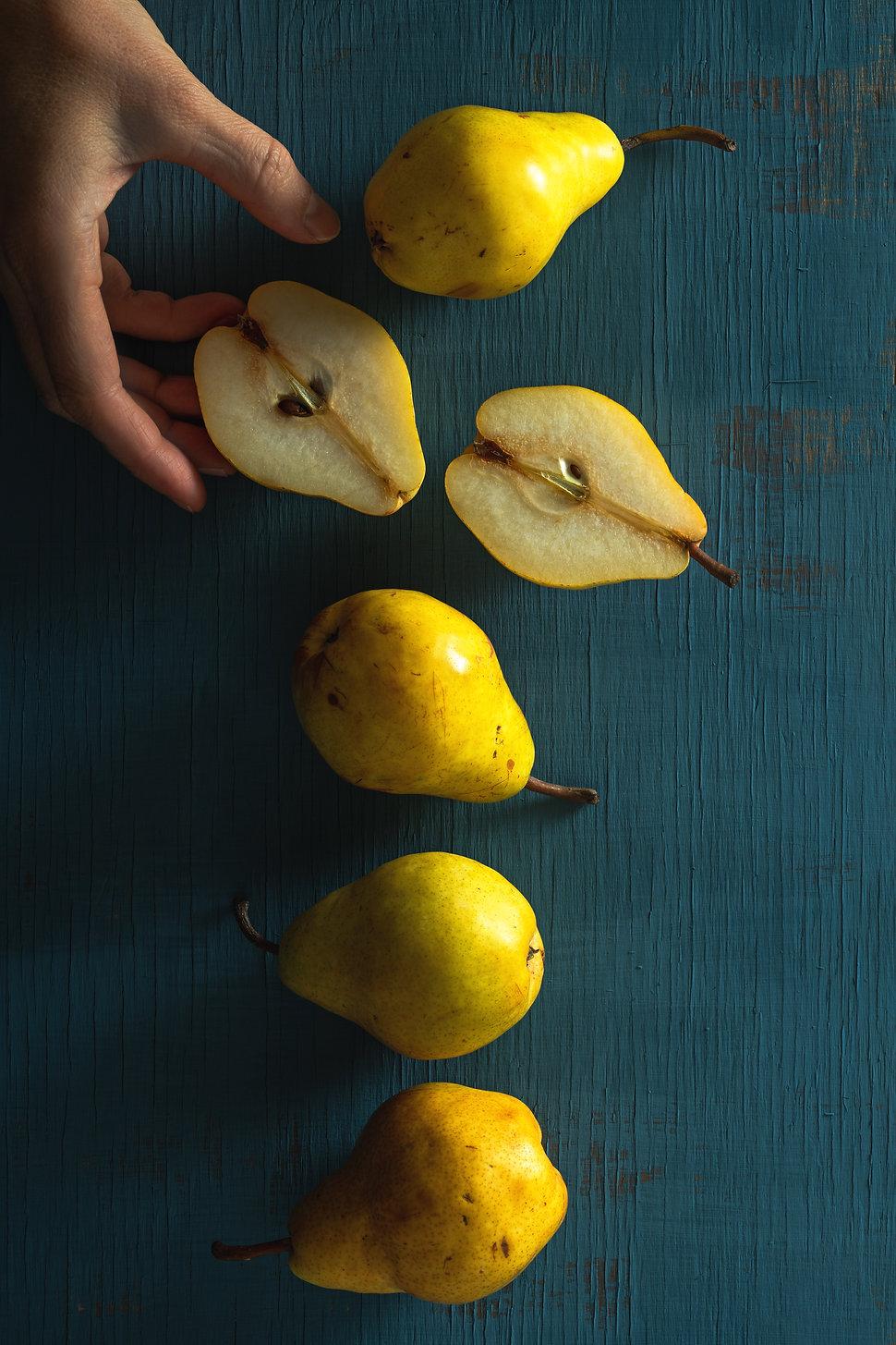 Pears by Hanna Tor