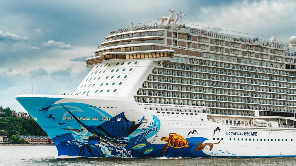 Cruise ship, Hudson River
