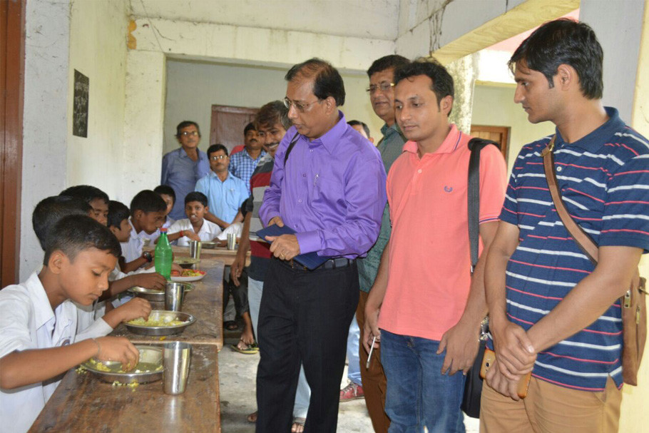 Bangladeshi-delegation-to-review-the-MidDay-Meal-system