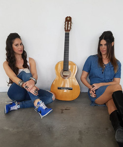 סתיו ומאי שרים