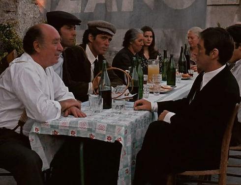Siting-at-a-big-table-at-the-Vitelli-bar