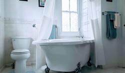 Honeymoon Suite oversized clawfoot tub
