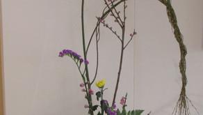 [2021年3月号] 図書館を飾る生け花