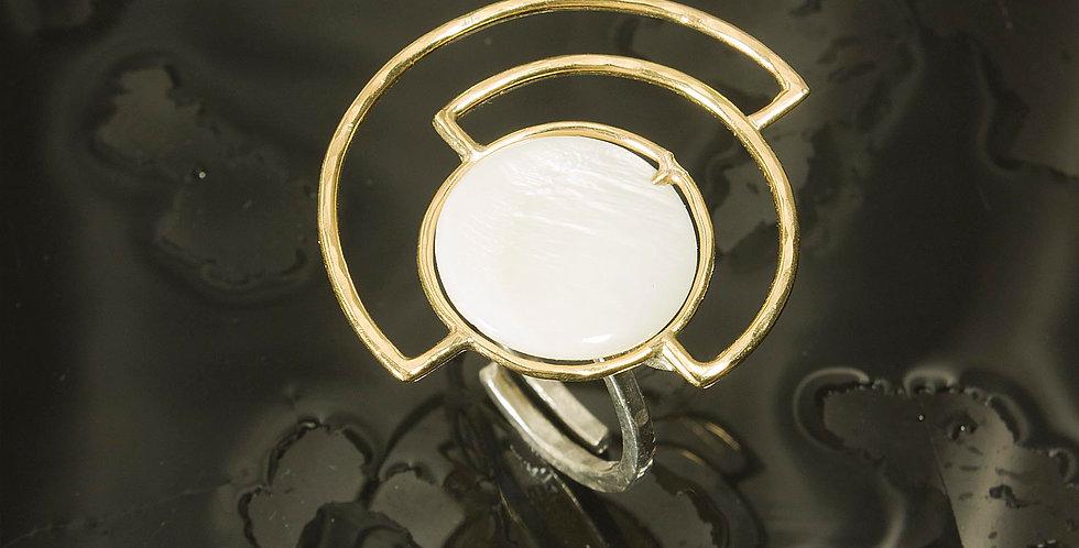 Anel em Ouro, aro regulável em Prata e Madrepérola.
