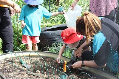 Digging - Lucie (2).JPG