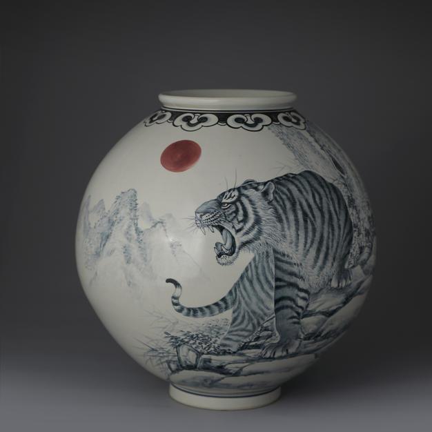 White Porcelain Vase with Tiger Design in Underglaze Cobalt Blue