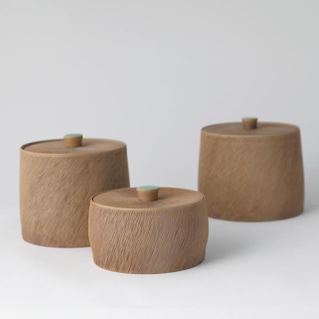 Celadon Lidded Box with Comb-pattern 청자빗살무늬합 by Kim Panki