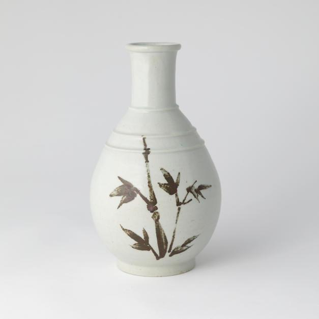 White Porcelain Bottle with Flower pattern Design in Underglaze Iron 고백 자 철사난문호 by Ji Suntak