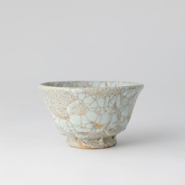 Yido tea bowl 고 백자이도다완 by Ji Suntak