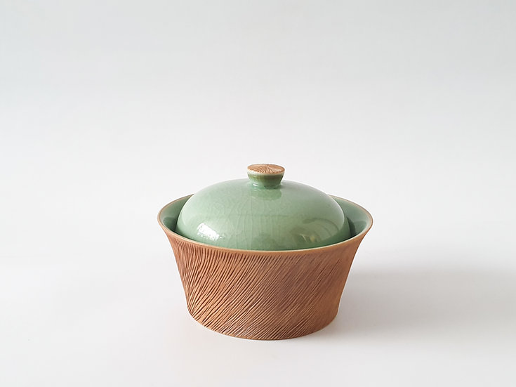 Celadon and Comb-pattern Lidded Bowl