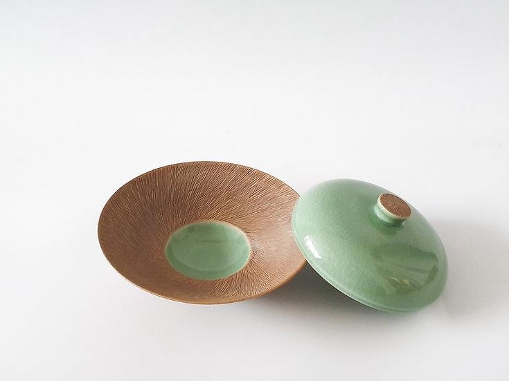 Celadon and Comb-pattern Lidded Plate