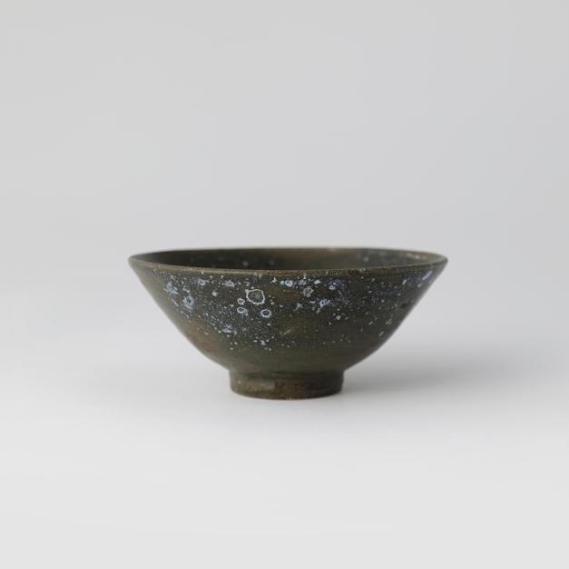 Black-glazed Tea bowl 천목요변다완 by Ji Suntak