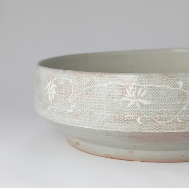Large Buncheong Vassel with Inlaid Stamped Design 분청인화문 발 by Kim Panki