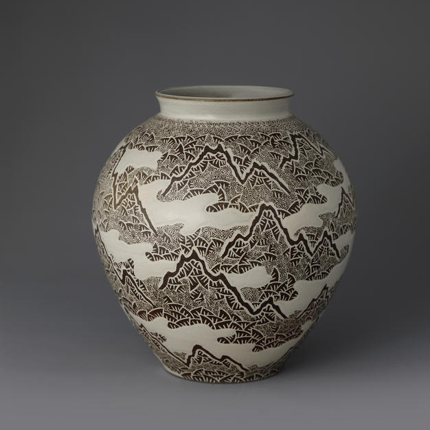 Buncheong Vase with Cloudy Mountains Decoration