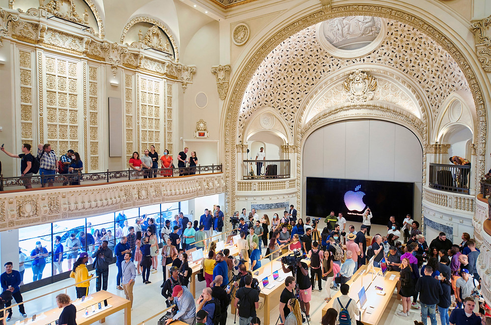 The new Apple Store in Los Angeles on opening day
