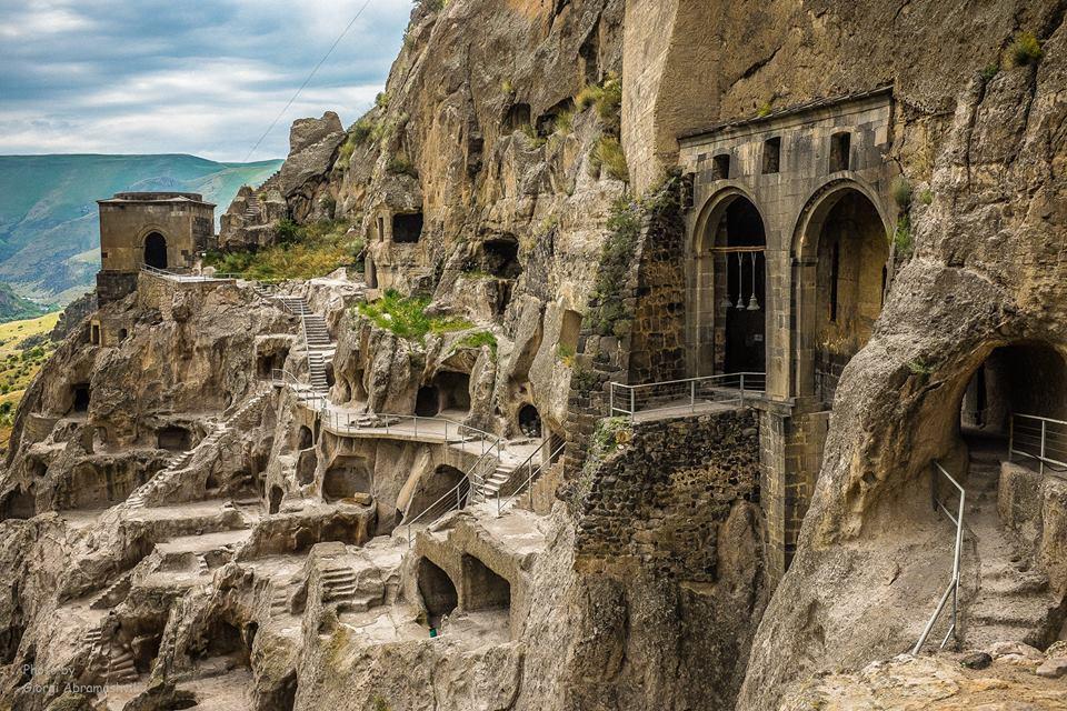 Скальный город Вардзия