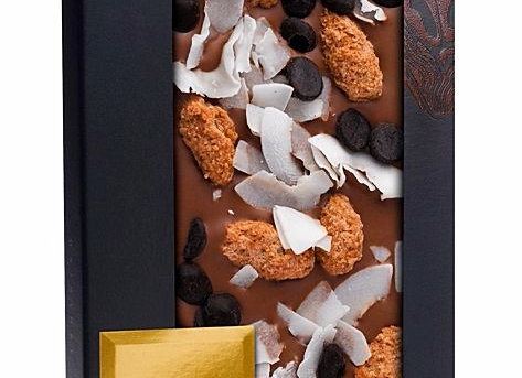 Молочный шоколад с миндалем с корицей, кокосовой стружкой и пастилками из горько