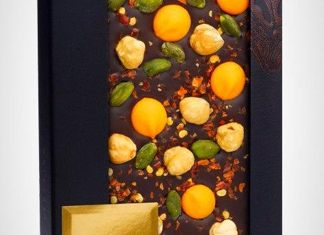 Горький шоколад с пьемонтским орехом, фисташками Бронте, апельсиновыми каплями и